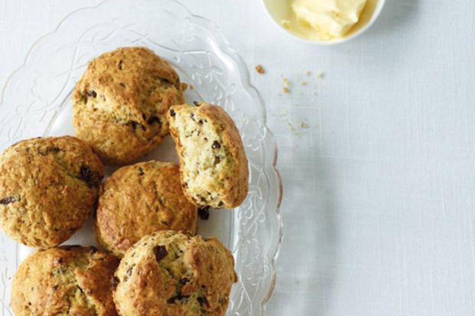 Stracciatella-Scones mit Butter
