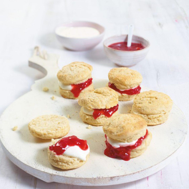 Scones mit Frischkäse und Marmelade