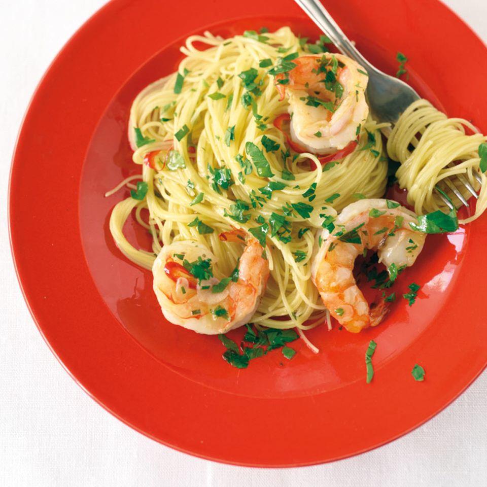 """Capellini """"aglio e olio"""" mit Garnelen"""