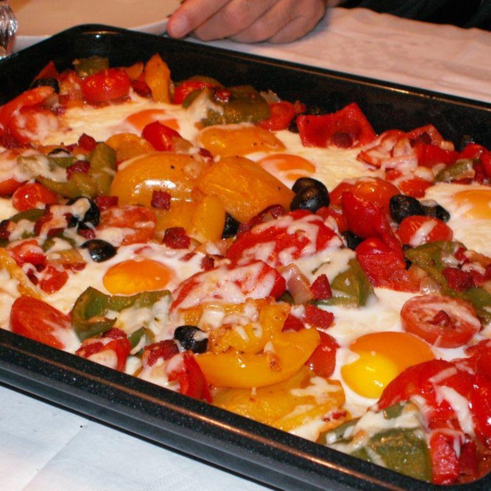 Gemüse-Chorizo-Pfanne mit Spiegeleiern