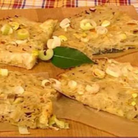 Kartoffelpizza mit Sauerkraut
