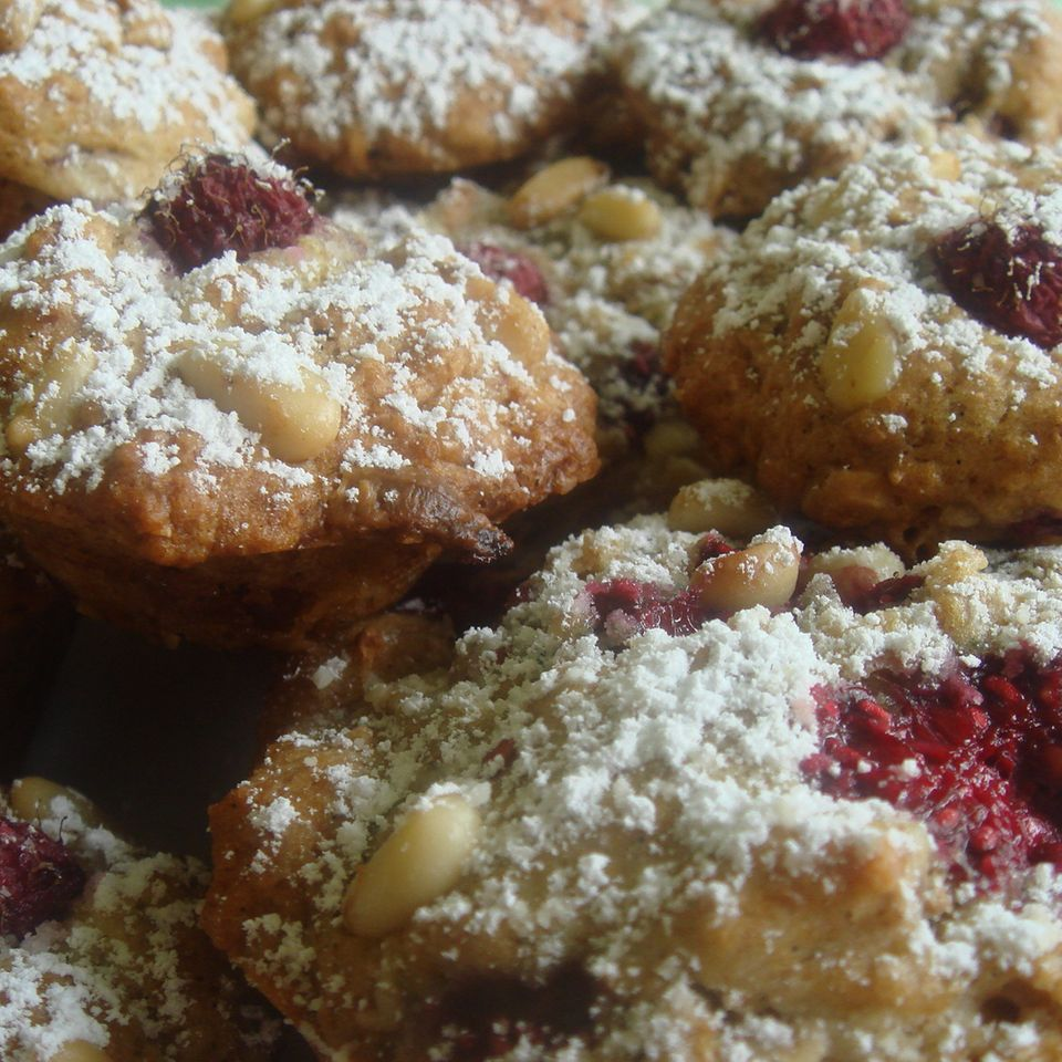 Beeren Muffins mit weißer Schokolade