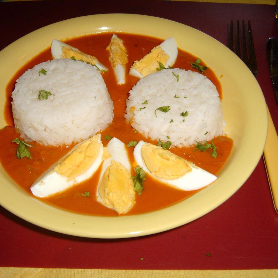 Eier in Currysauce mit Reis