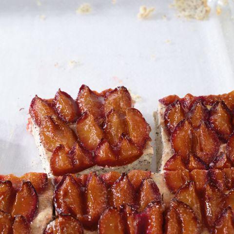 Mohn-Ricotta-Kuchen mit Zwetschgen