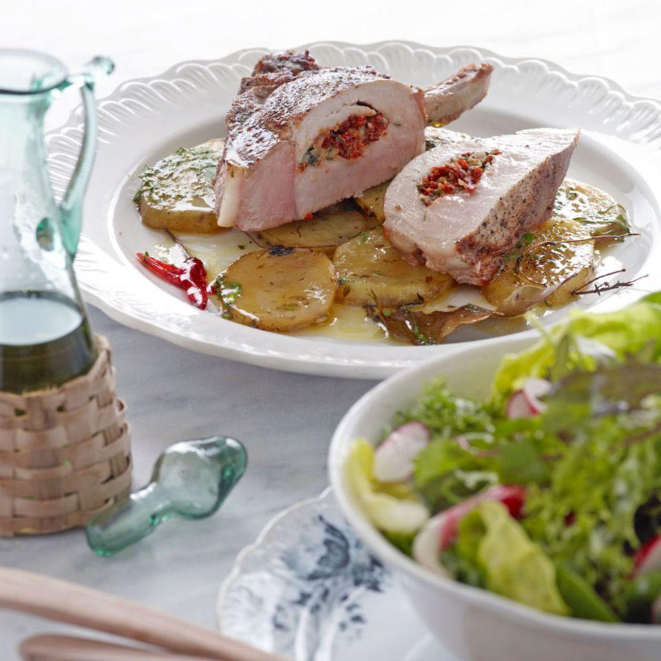 Gefülltes Kotelett auf Estragon-Kartoffeln