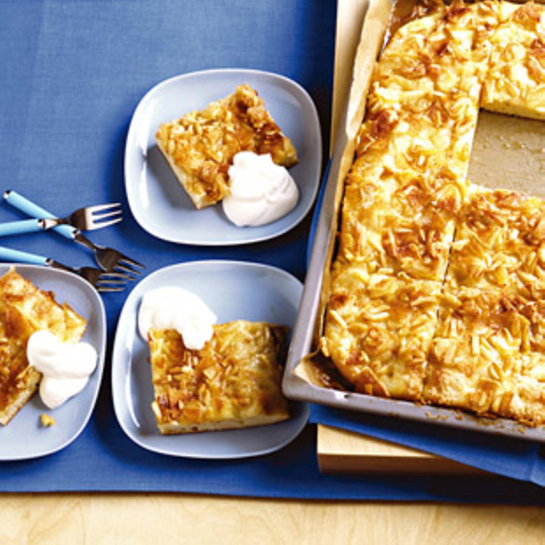 Butterkuchen mit Äpfeln und Mandeln