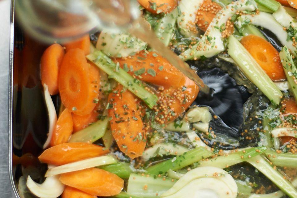 Saibling mit Gemüse und Dill