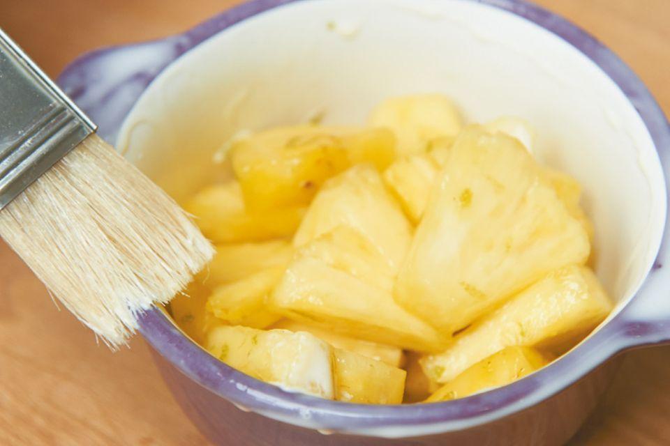 Ananas unter der Haube