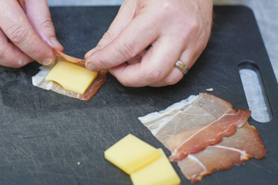 Schweinefilet à la Cordon bleu mit Kartoffelspalten