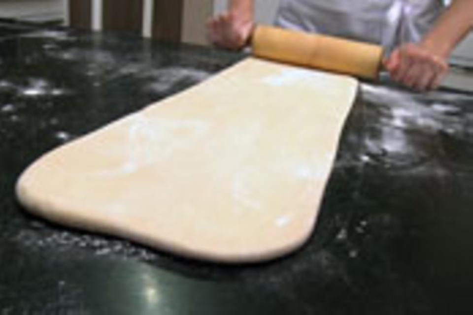Teigpaket ausrollen