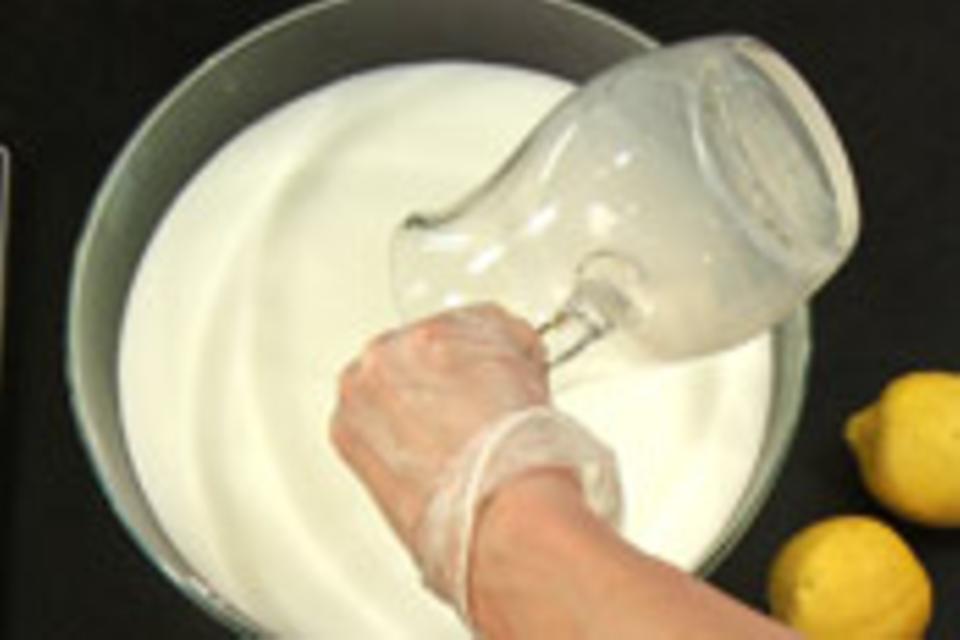 Milch-Zitronen-Wasser vorbereiten