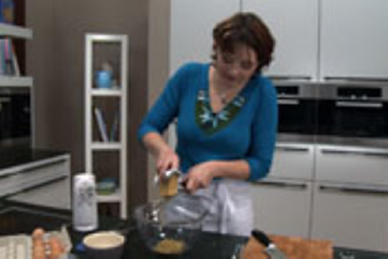 Zitronat, Orangeat und Marzipan vorbereiten