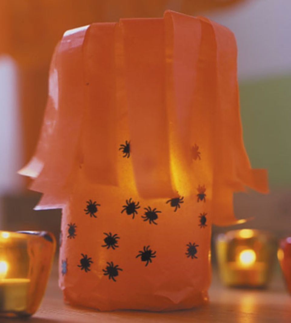 Tolle Tischdeko: Halloween-Windlichter