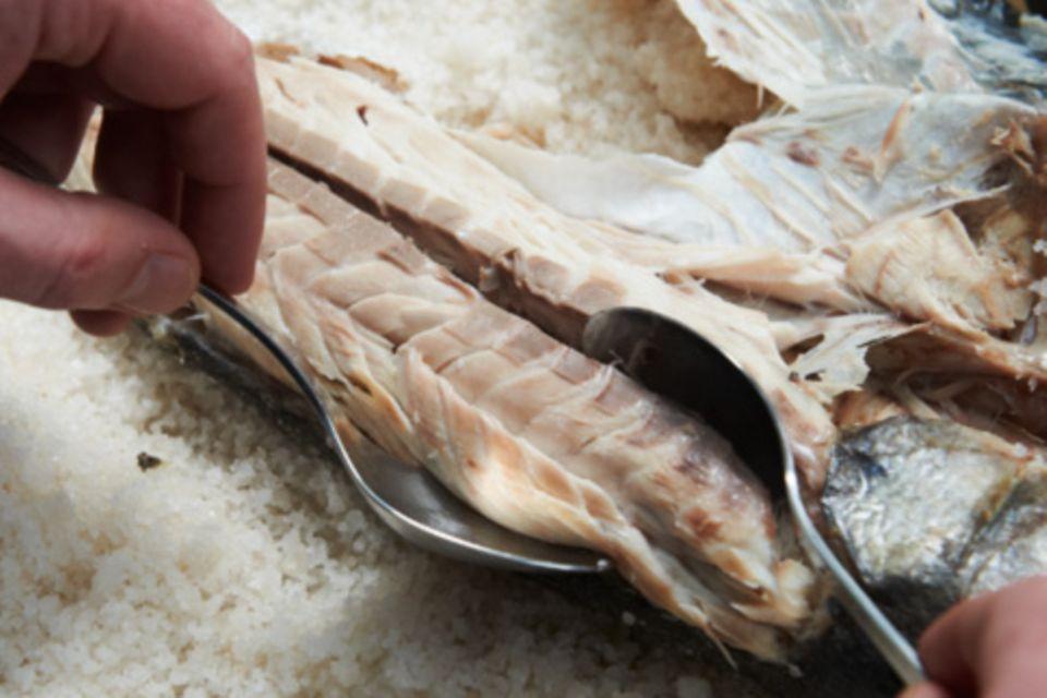 Wie macht man eigentlich... Fisch in der Salzkruste