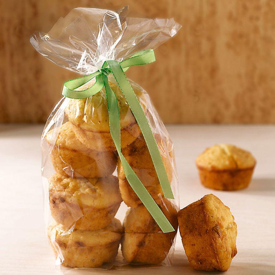 White Chocolate Muffins mit Macadamianüssen