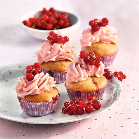Johannisbeer-Haselnuss-Cupcakes mit Frischkäsecreme
