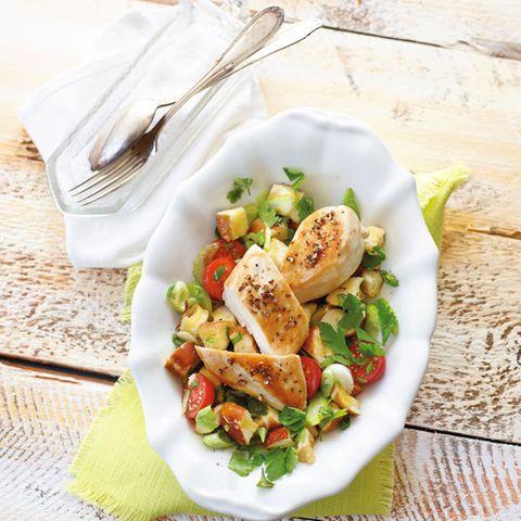 Pfefferhühnchen mit Laugenstangen-Salat