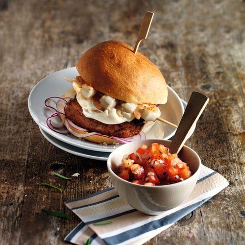 Surf & Turf-Burger mit Salsa