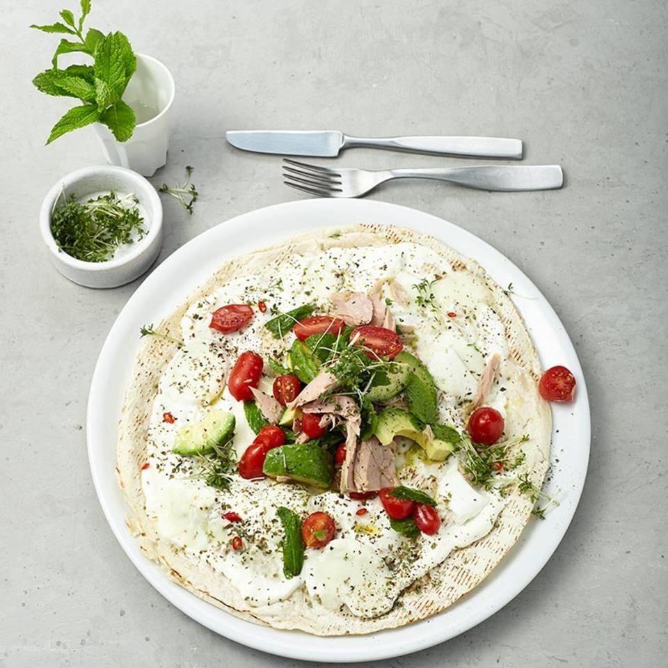 Tortilla-Pizza mit Avocado und Thunfisch  Rezept