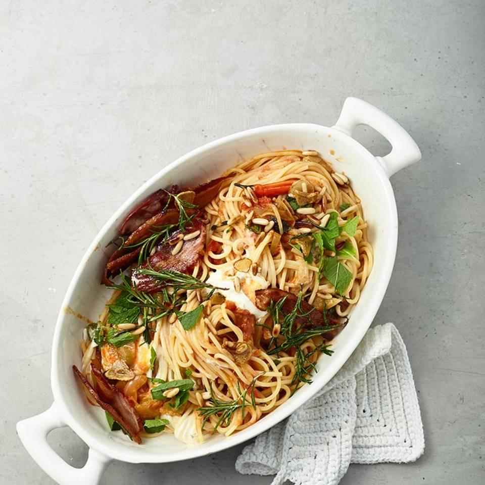 Pasta mit Pancetta, Tomatensugo und Minze  Rezept