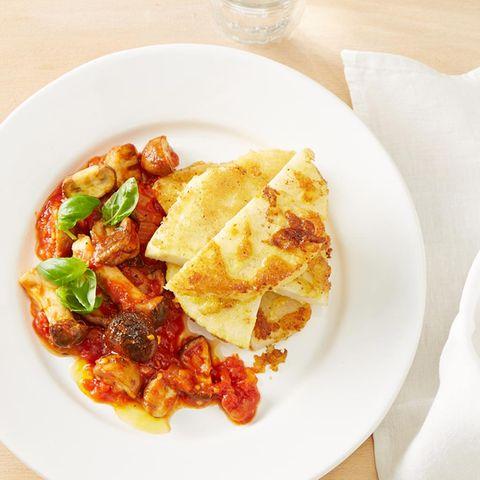 Sellerieschnitzel mit Pilz-Tomaten-Sugo