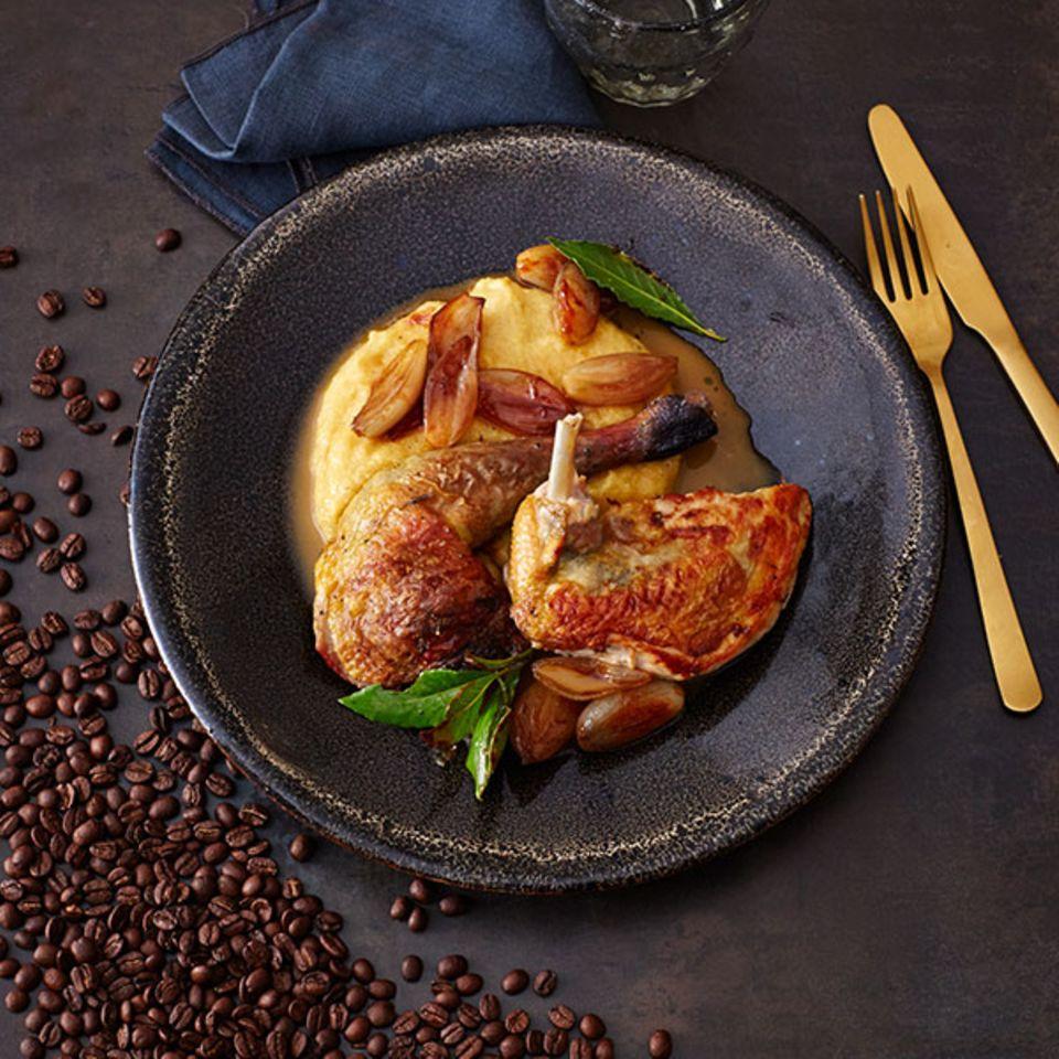 Gebratenes Perlhuhn mit Polenta und Kaffee-Jus