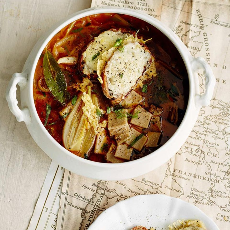 Zwiebelsuppe mit Buchweizennudeln