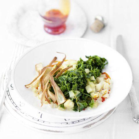Kartoffelragout mit Grünkohl und Pastinaken-Chips
