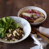Spätzle-Linsen-Salat mit sauren Zipferln