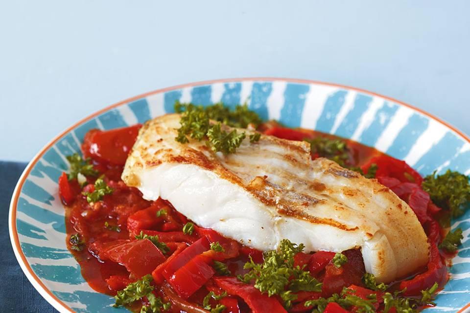 Fisch auf Paprikagemüse Rezept