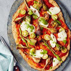 Pizza mit Blumenkohlboden und Erbsen-Pesto