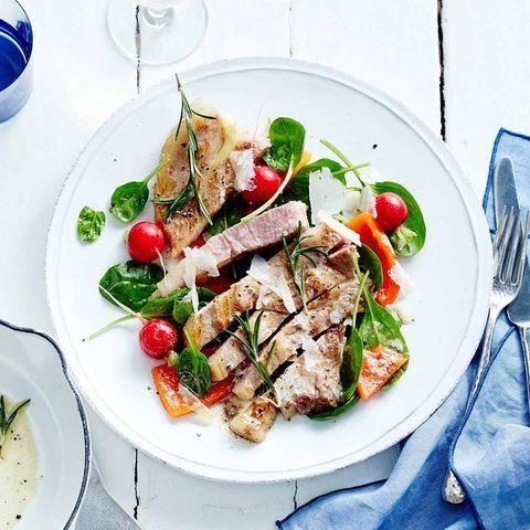 Kalbskotelett mit Paprika-Spinat-Salat