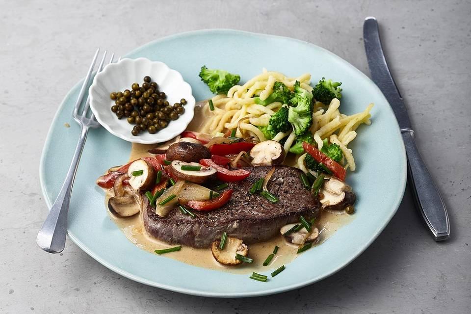 Steaks mit Pilz-Pfefferrahm Rezept