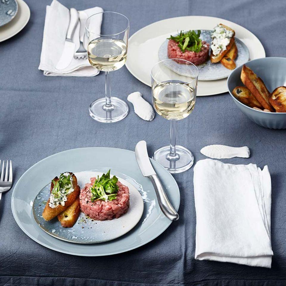 Kalbstatar und Roquefort-Baguette