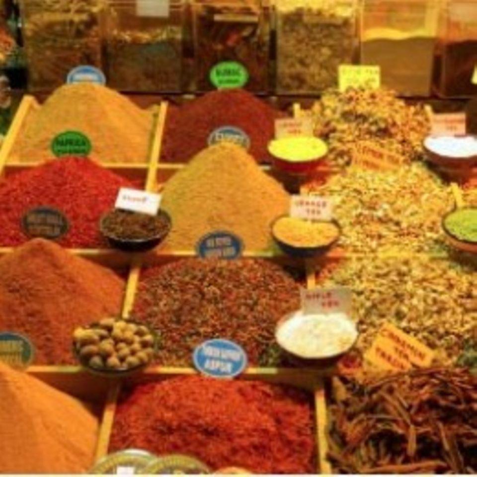 Curry und andere indische Gewürze