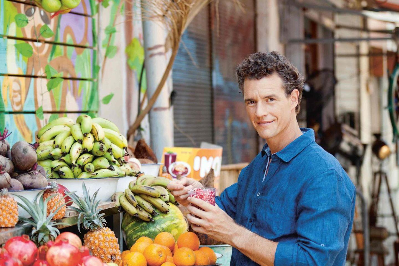 Portrait Tom Franz mit Obst