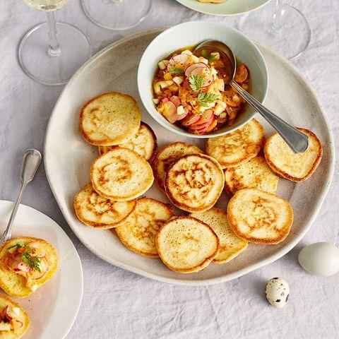 Pancakes mit Radieschen-Apfel-Vinaigrette