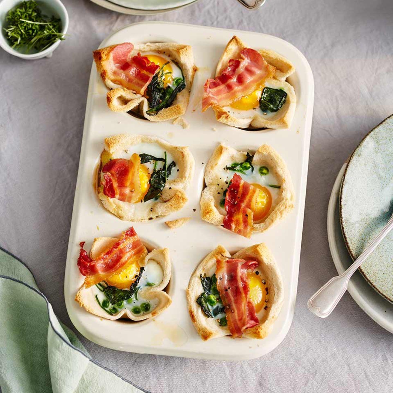 Toast-Muffins mit Spinat, Erbsen und Ei