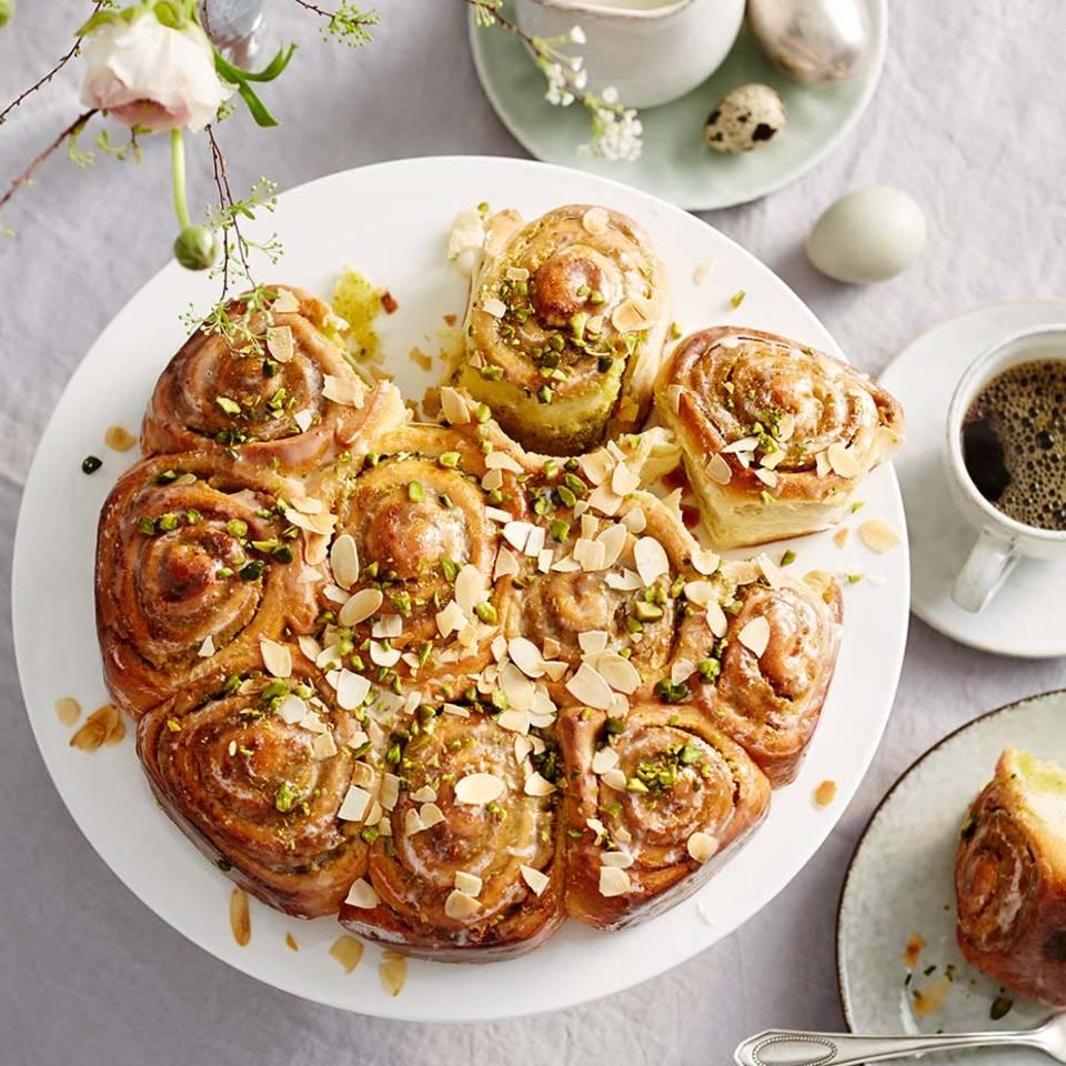 Schneckenkuchen mit Marzipan und Pistazien Rezept