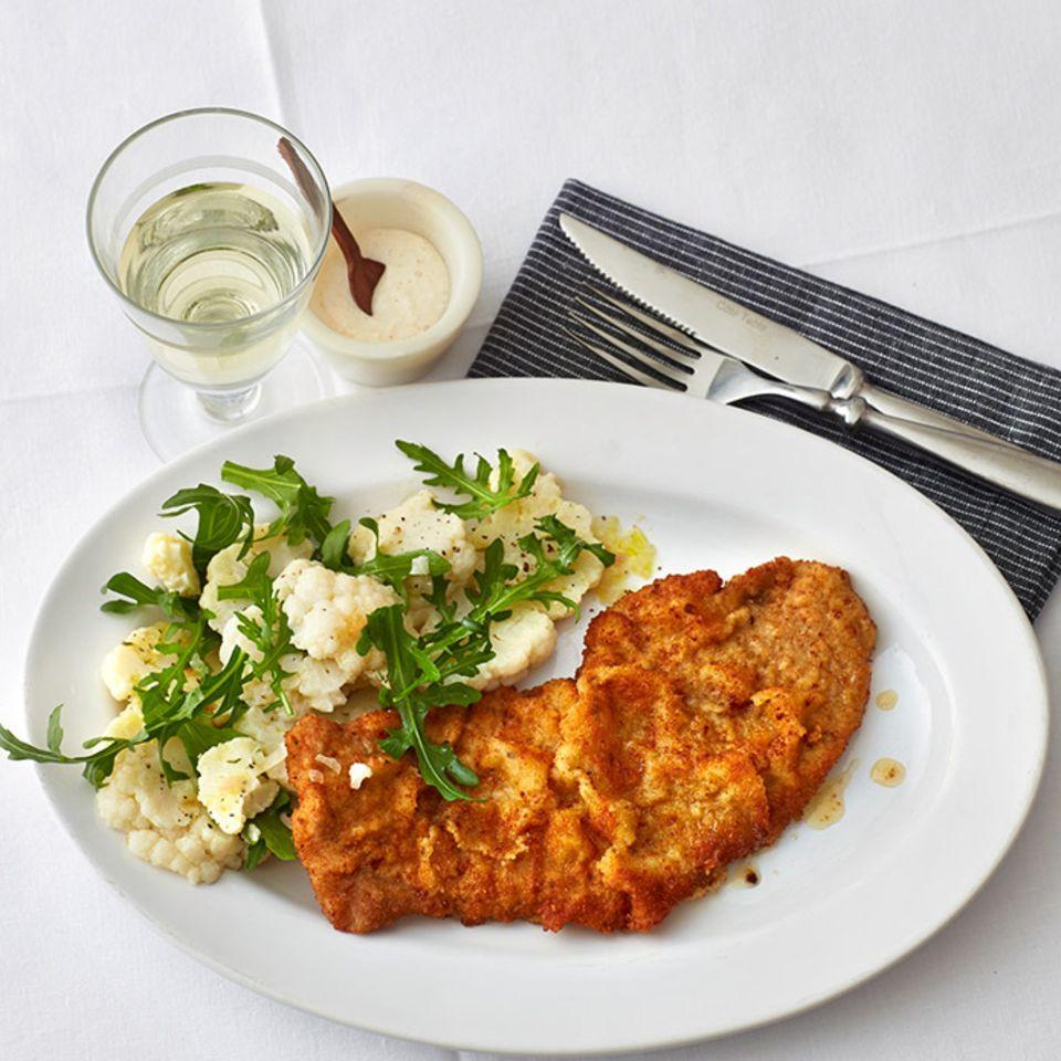 Meerrettich-Schnitzel mit Blumenkohlsalat