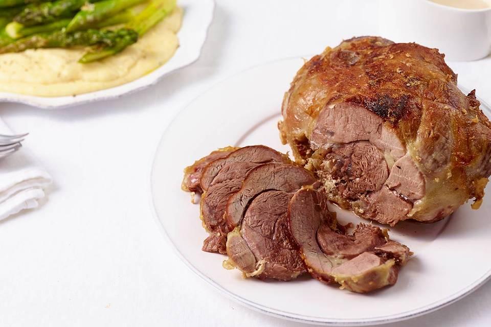 Lammkeule mit cremiger Polenta und gratiniertem Spargel Rezept