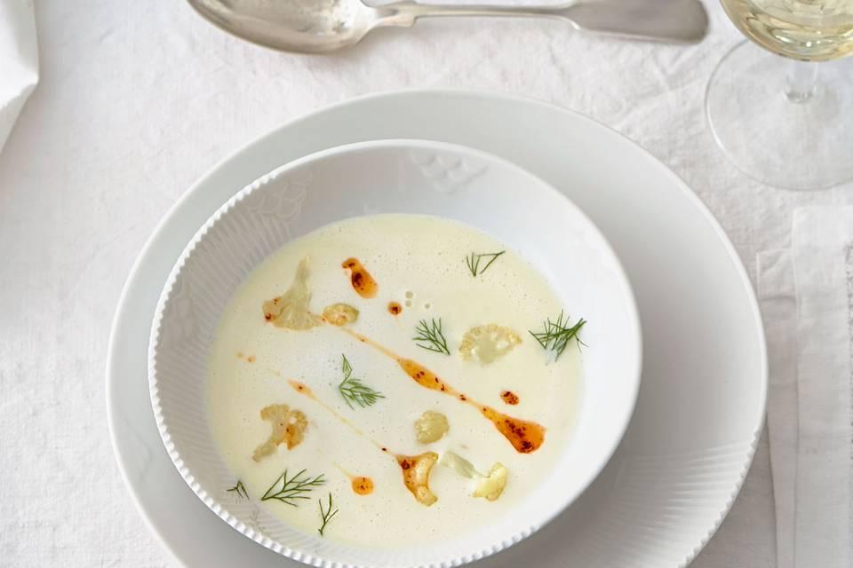 Blumenkohl-Fenchel-Suppe mit Chili-Walnussöl Rezept