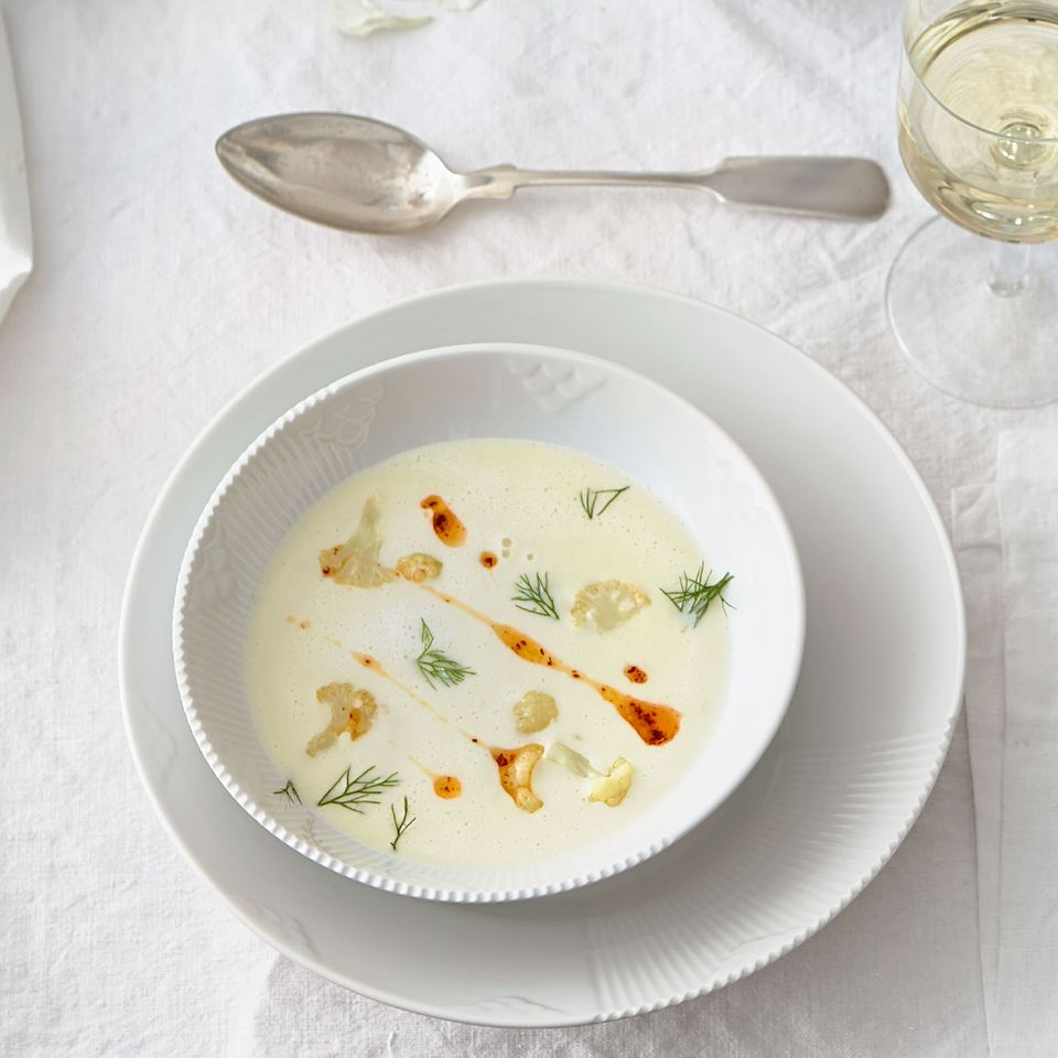 Blumenkohl-Fenchel-Suppe mit Chili-Walnussöl