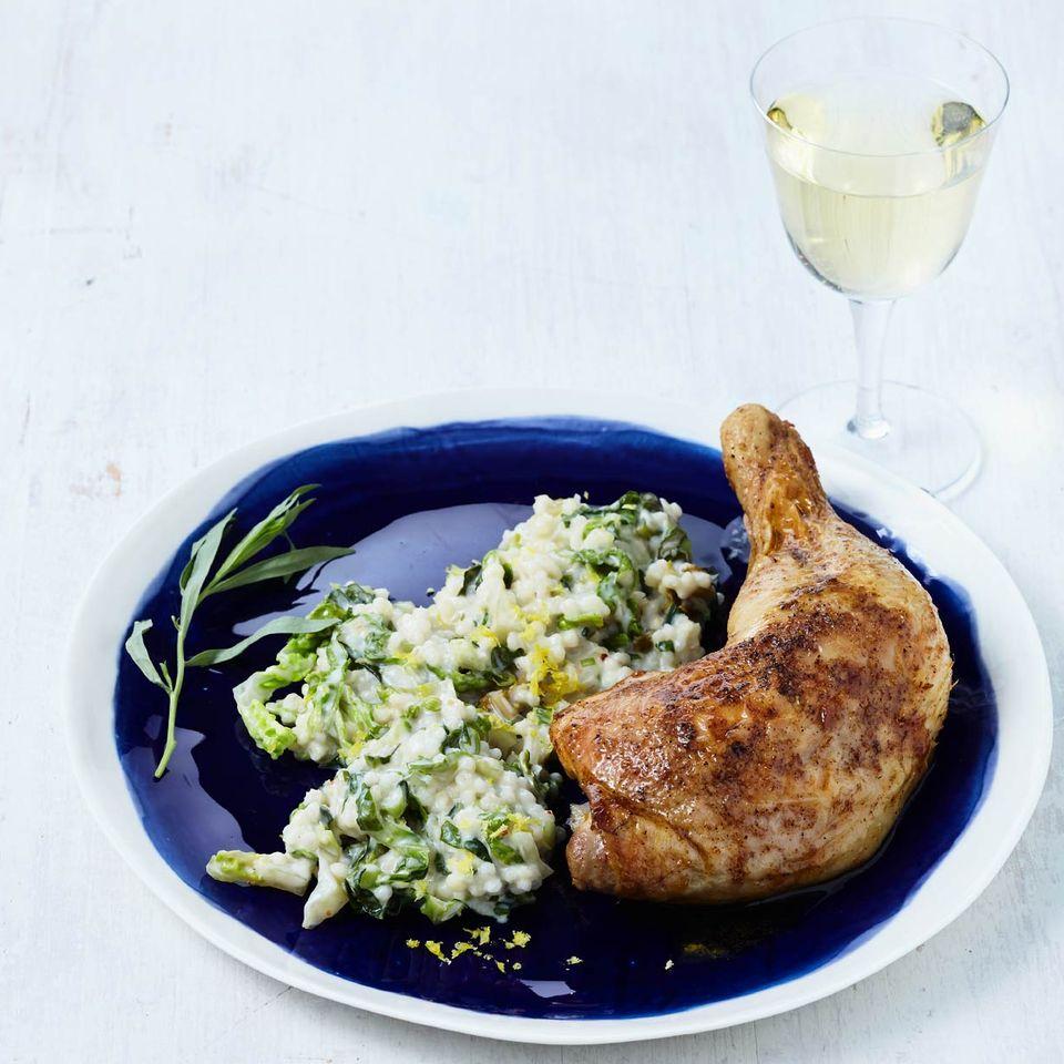 Salat-Graupotto mit Hähnchenkeulen