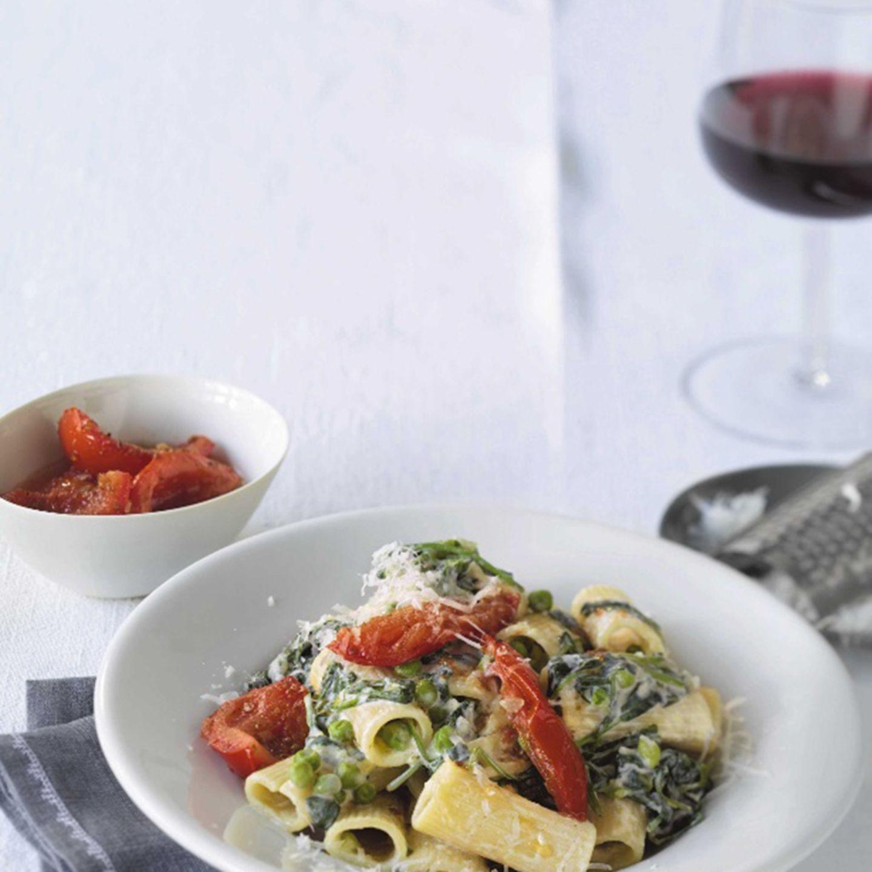 Rigatoni mit Ricotta und Koriander-Tomaten