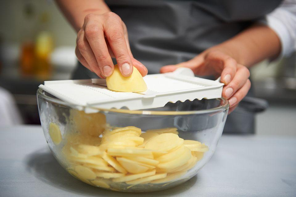 Kartoffeln fein reiben