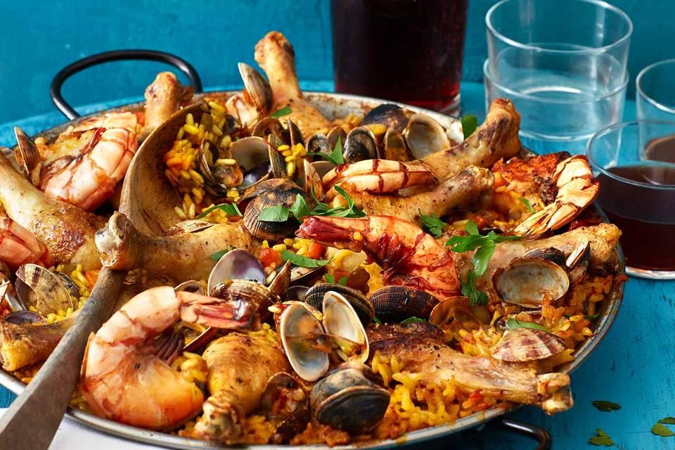 Paella mit Huhn, Muscheln und Garnelen Rezept