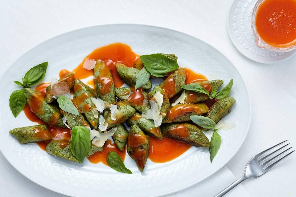 Basilikum-Gnocchi mit Paprika-Reduktion Rezept