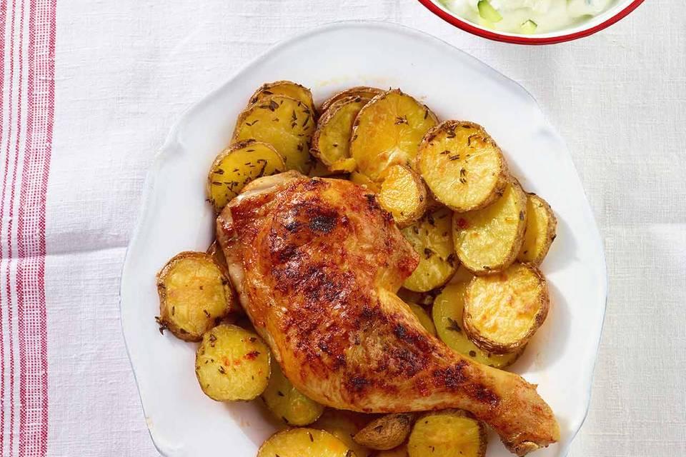 Hähnchenkeulen mit Harissa-Kruste und Zazaiki-Dip Rezept