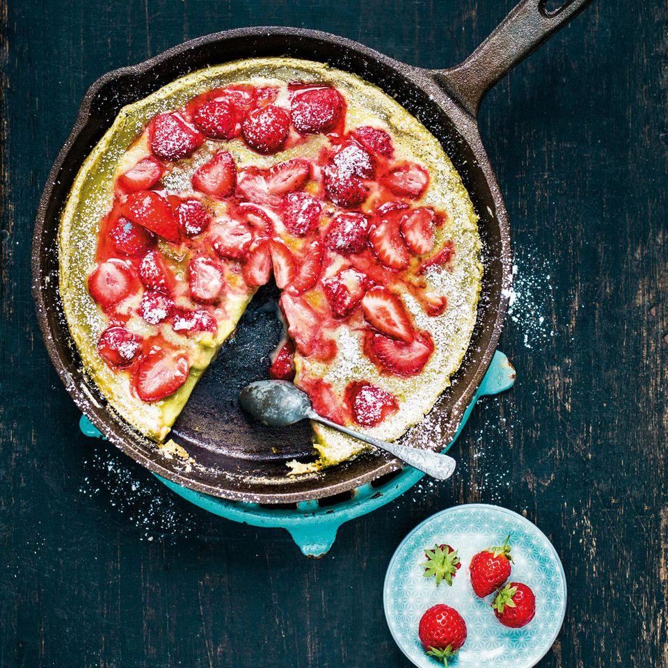 Clafoutis mit Erdbeeren und Matcha